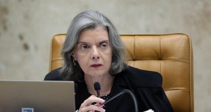 Diálogo mostra que Cármen Lúcia mandou decisão judicial de soltar Lula ser descumprida