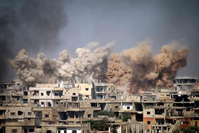 EUA acusam Síria de planejar ataque químico e ameaçam Assad