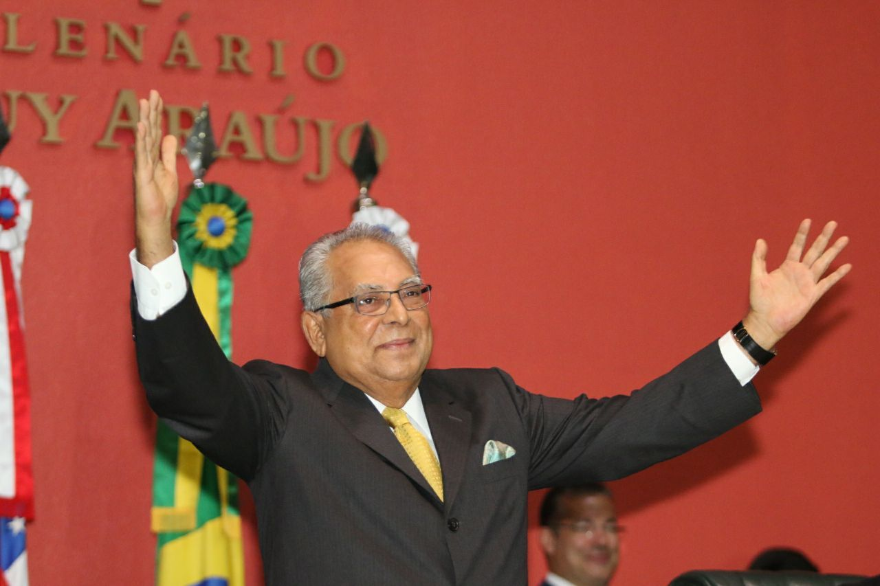 """""""Eu sou um escravo do povo"""", diz Amazonino Mendes em discurso de posse"""