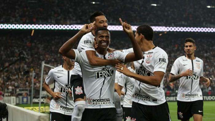 Corinthians e Santos avançam às oitavas da Copa do Brasil