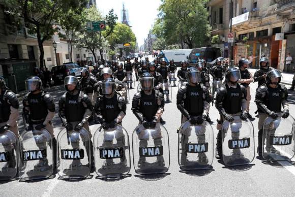 Argentinos fazem greve contra reforma da previdência