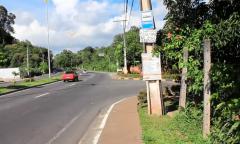 Paradas de ônibus sem abrigos deixam população embaixo de sol e chuva em Manaus
