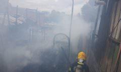 Incêndio atinge casas no Coroado e moradores pedem ajuda