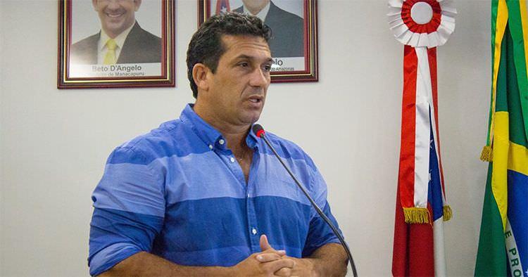 Beto D'Ângelo atrasa publicação de contratos que somam R$ 4,8 milhões