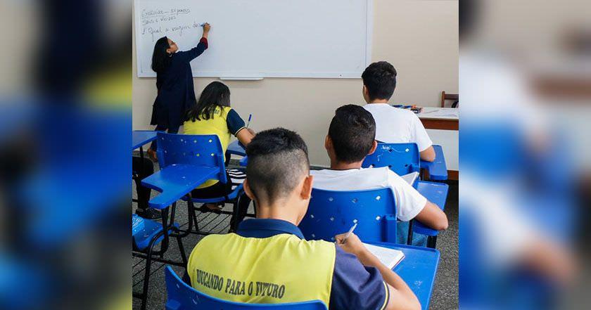 Professores aprovam indicativo de greve nas escolas de Manaus