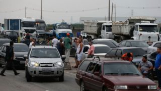 Desobstrução de rodovias ainda é lenta; Temer reúne ministros