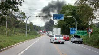 Caminhoneiros protestam contra aumento do combustível no AM