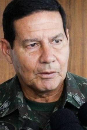 Mourão critica 13º salário e fala em reforma trabalhista 'séria'