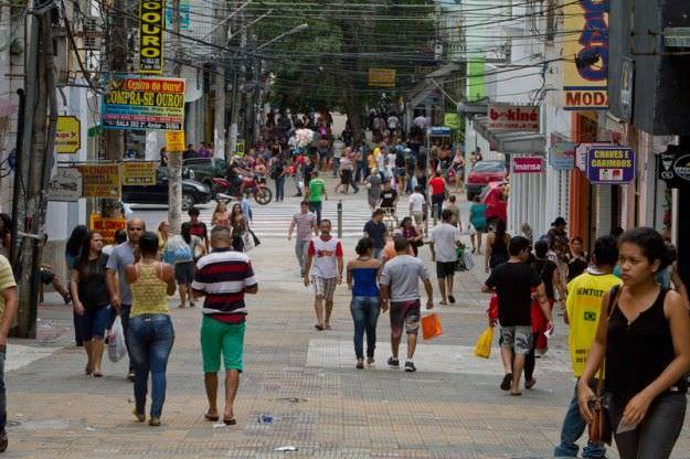 Veja funcionamento do comércio de Manaus no feriado Santo