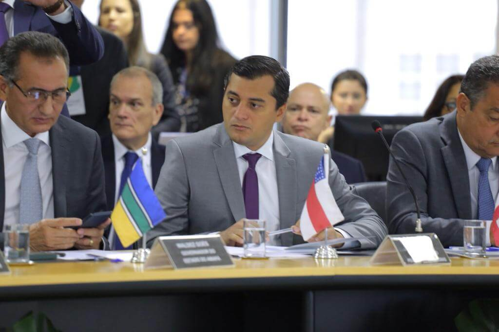 Com secretários de Melo e Omar, Wilson faz discurso de 'mudança'