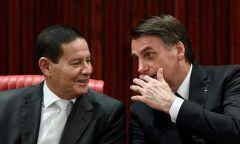"""Bolsonaro sobre briga com Mourão: """"Estamos dormindo juntinhos a noite toda"""""""