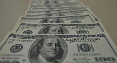 Tesouro anuncia concessão para lançamento de bônus em dólares