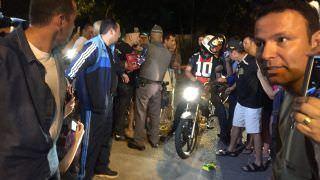 Vídeo: Bolsonaro 'escapa' de hotel para pilotar moto e surpreende apoiadores