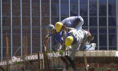 Confiança da construção fica estável em abril, segundo FGV