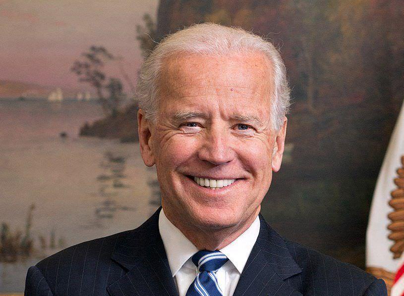 Joe Biden é acusado de tocar mulheres de forma inapropriada