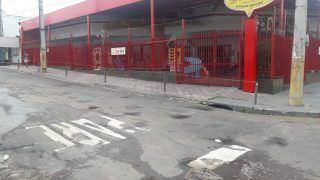 Homem é perseguido por carro e assassinado a tiros em Manaus