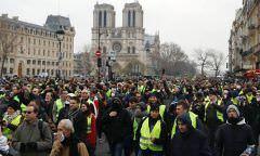 """""""Coletes amarelos"""" são proibidos de protestar na área da Notre-Dame"""