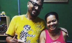 Dona de casa decide cobrir tatuagem de pênis gigante: 'Preciso trabalhar'