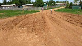 Prefeitura de Envira é forçada a pavimentar ruas do município