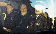 EUA apresentam 17 novas acusações contra Julian Assange