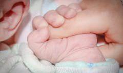 'Adotei embriões e sou mãe de três', diz mulher que engravidou por técnica rara