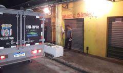 Dupla em moto executa borracheiro com 12 tiros, no Tancredo Neves