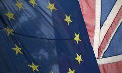 Crise no Brexit: ministra pede demissão e aumenta pressão sobre May