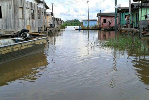 Cheia já afeta 56 municípios do AM; 28 estão em estado de emergência
