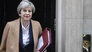 May tenta se manter como premiê apesar de fracasso do Brexit