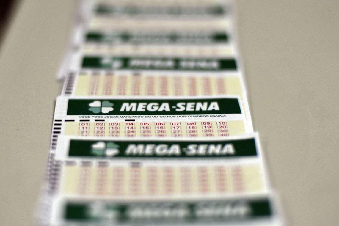 Mega-Sena pode pagar até R$ 140 milhões na tarde deste sábado