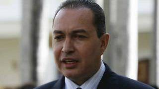 Venezuela: Deputado opositor foge para a Colômbia