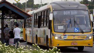 Rodoviários paralisam atividades por falta de pagamento, em Manaus