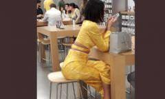 Bruna Marquezine se irrita com fã que postou foto sua fazendo compras