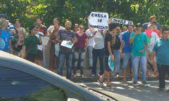 Aprovados da Seduc 2018 protestam em frente à Casa Civil (sede do Governo) cobrando a convocação imediata