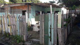 Suspeito de tráfico agoniza até a morte após levar facada no pescoço, em Manaus