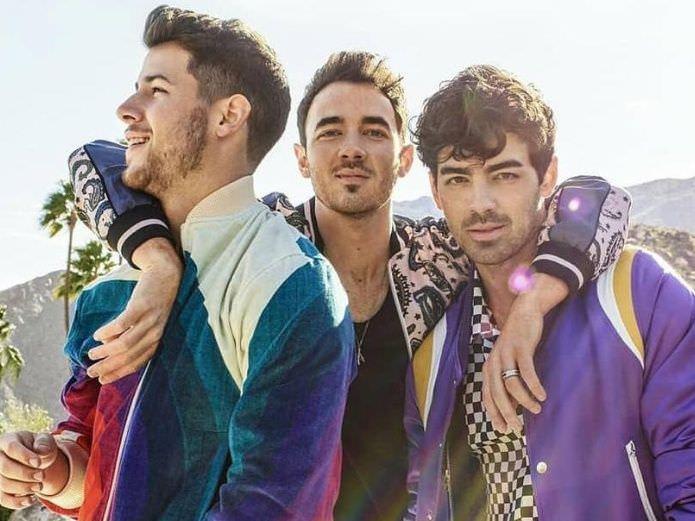 Após dez anos, Jonas Brothers lançam novo disco