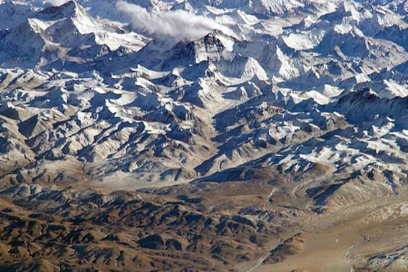 Escalada ao monte Everest é suspensa por tempo indeterminado na China