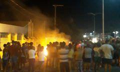 Moradores de Iranduba e Manacapuru endurecem protestos cobrando energia