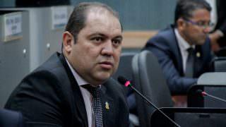 Vereador pede urgência em projeto que cria 'Dia do Coroinha'