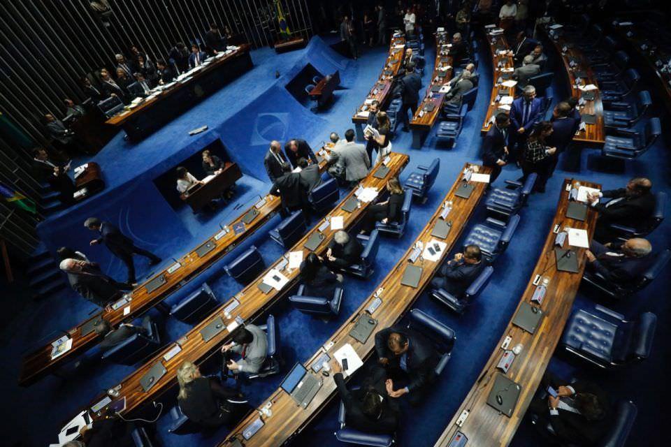 Senadores questionam Ministério da Saúde sobre ações efetivas contra a covid-19
