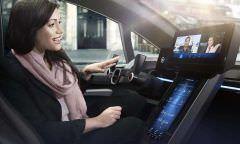 Japão libera motorista para usar celular e comer em carro semi-autônomo