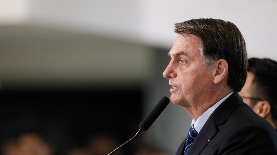 Bolsonaro compara cloroquina a água e diz que 'tudo em excesso mata'