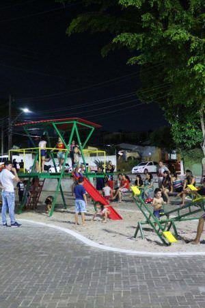 Conjunto Cophasa ganha praça revitalizada, zona Oeste