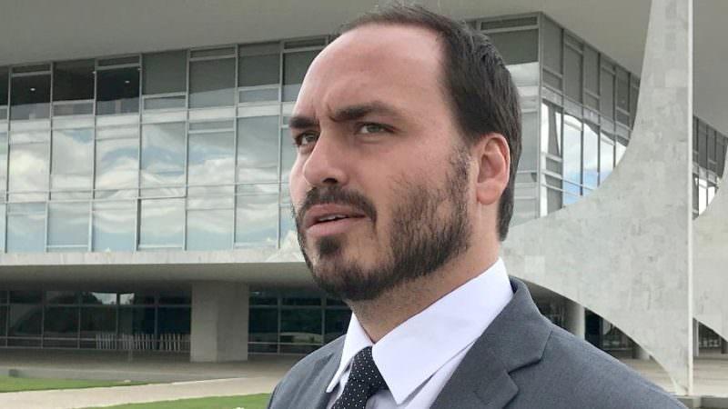 Carlos Bolsonaro é alvo de quebra de sigilo na CPI da covid-19