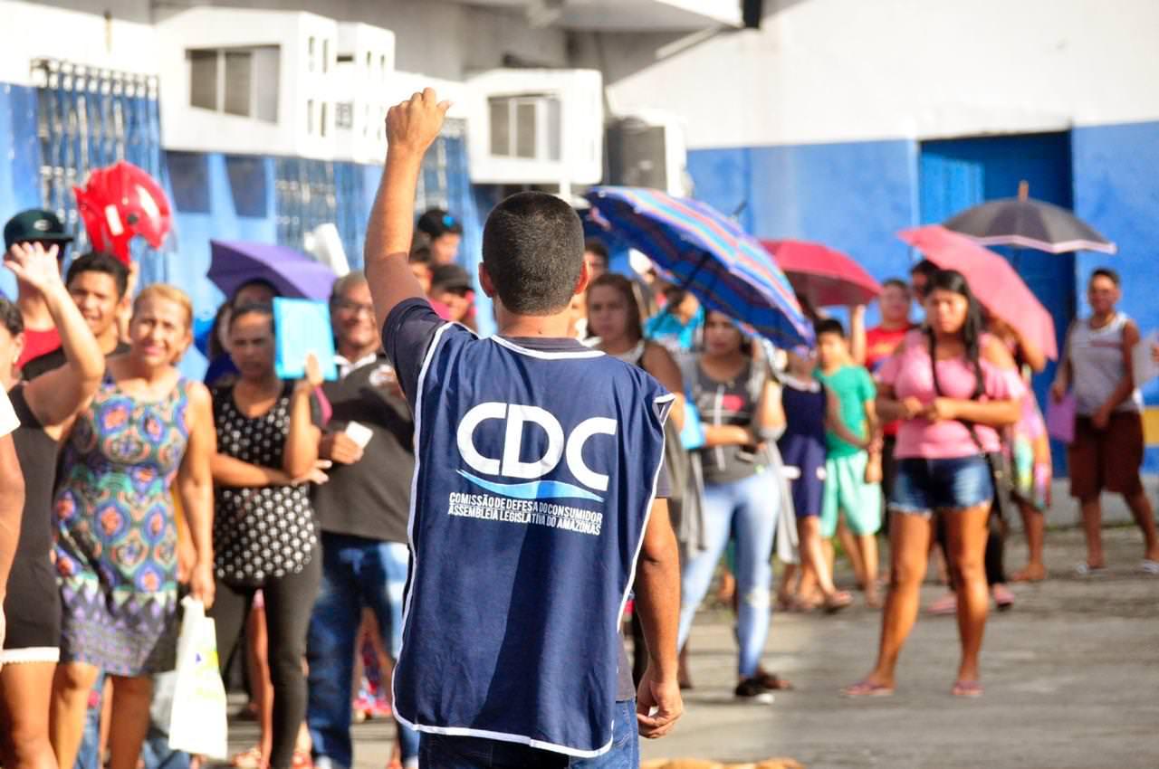 Praça do Consumidor leva mais de 15 serviços ao bairro Mauazinho