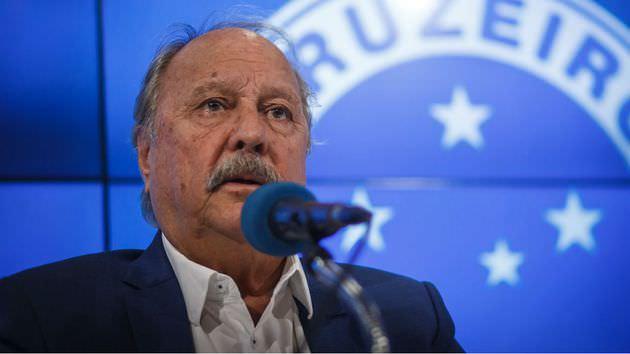 Após renúncia de Wagner, Cruzeiro espera assinatura de vice
