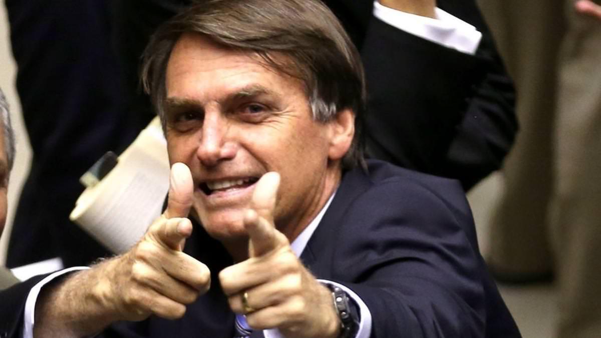 Bolsonaro promete novos decretos para atiradores e defende aumento de armas no país