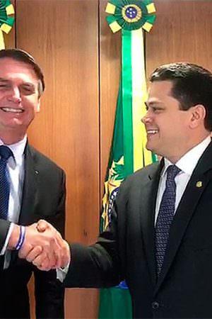 Bolsonaro confirma apoio a candidato de Alcolumbre para presidência do Senado