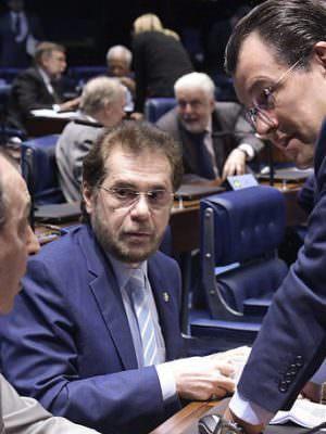 'Cotão' dos senadores do AM custou mais de R$ 626 mil ao contribuinte em 2020