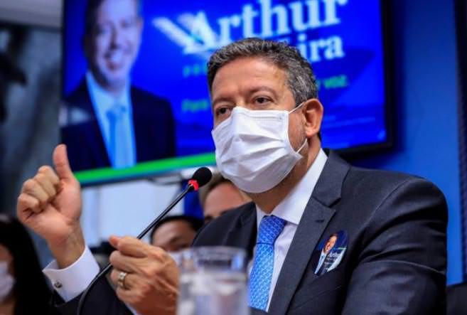 Pai de Arthur Lira promete verba federal para balneário no Nordeste